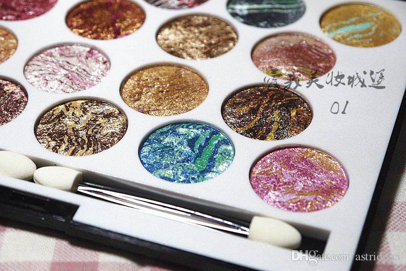 Glitzernde gedrückt Backpulver 18 Farben Eyeshadow Diamond Rainbow bilden kosmetische Lidschatten-Palette Mineral Lidschatten Make-up Kit