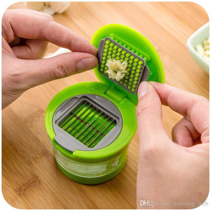 Handbetriebener Art Knoblauchzerhacker drücken Sie runde Kastenformabnehmbarer transparenter kleiner Kasten, der Knoblauchpresse leicht säubert