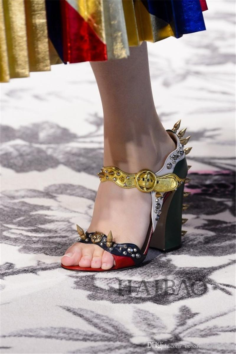 المدونين المفضلة العصرية المسامير كعب سميك أحذية الصيف كتلة اللون مكتنزة ماركة النساء الصنادل عالية الكعب الصنادل 35-41 chaussure فام