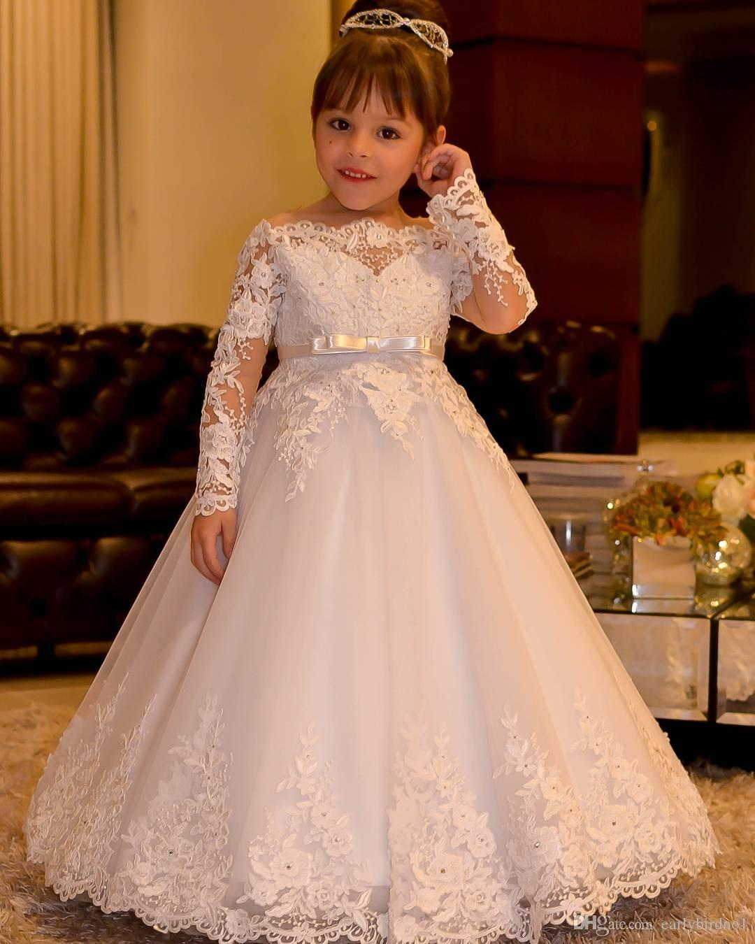 2017 Cute Off spalla Bateau maniche lunghe Flower Girls 'Dress con Sash Princess Appliques in pizzo Tulle Wedding Girls Abiti Backless Gown