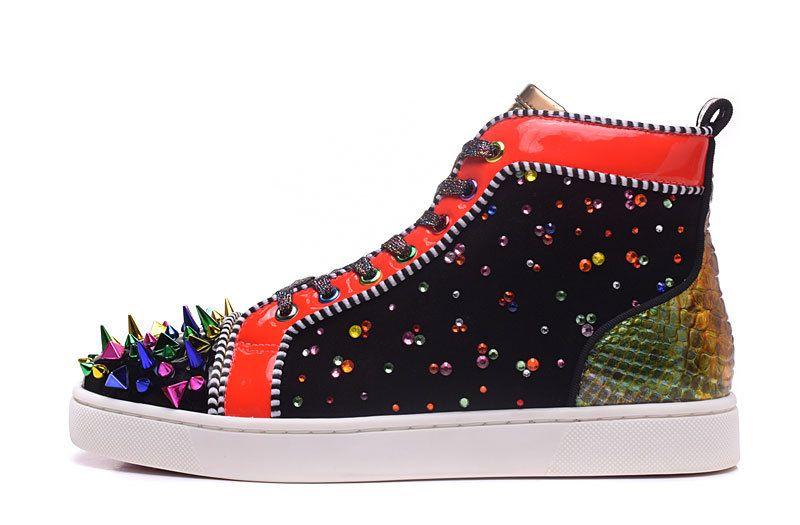 حذاء أحمر أسفل متعدد الألوان حجر الراين مصمم براءات الاختراع والجلود السامي قص أحذية ملونة المسامير رجل إمرأة حذاء عرضي