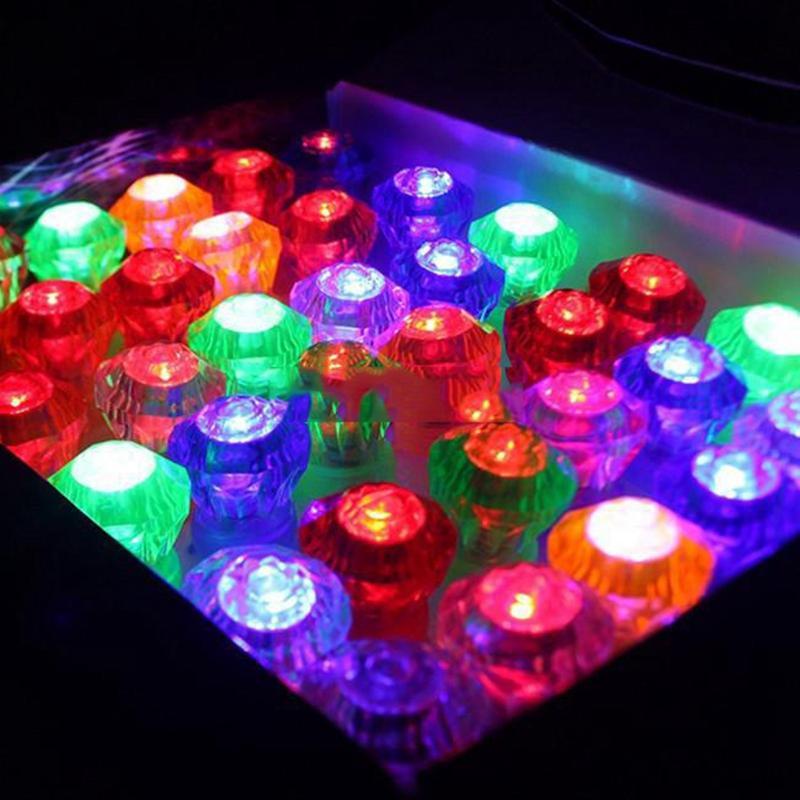 Edison2011 Grande Diamante LED Anel de Dedo Anel de Cristal Luz LED Piscando Mix de Cores Para O Dia Das Bruxas Festival de Natal Kid Light-Up brinquedo