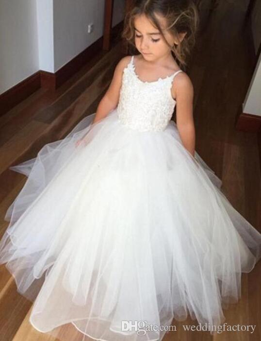 귀여운 빈티지 꽃 소녀 드레스 레이스 Tulle Flowergirl 드레스 스파게티 스트랩 민소매 뚱뚱한 미인 가운 소녀를위한 거룩한 친교 드레스