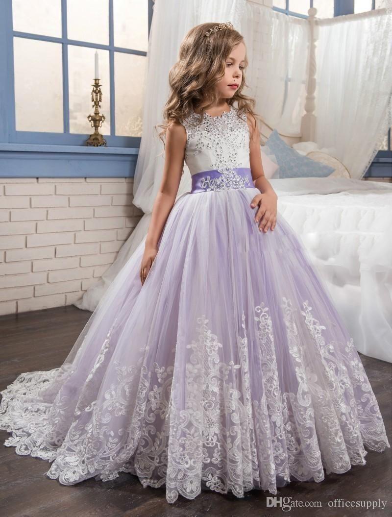 2019 Bonito Roxo e Branco Flor Meninas Vestidos Frisada Lace Appliqued Arcos Vestidos Pageant para Crianças Festa de Casamento