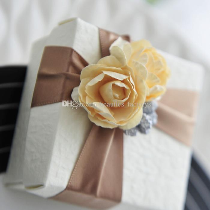 rosa bomboniera con nastro bomboniera bomboniere scatole regalo natalizio o rosa gialla