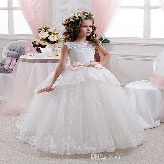 Vestido de fiesta de princesa Vestidos de encaje de flores blancas para bodas Baratos 2017 Cinturón de tul Nudo de lazo Vestido de primera comunión personalizado