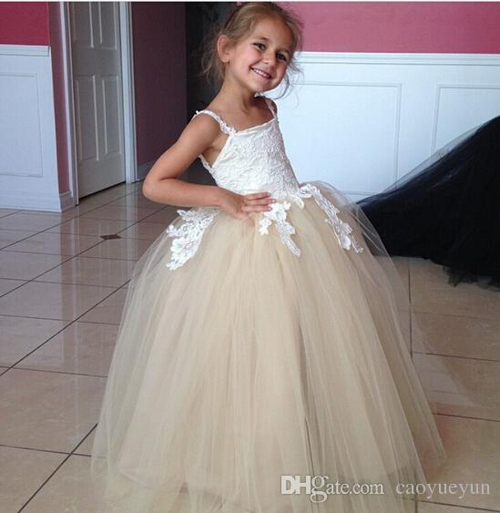 2019 New Fashion Flower Girl Dresses Ball Gowns Spaghetti Straps Backless Lace Appliques Puffy Little Girls First Communion Gown
