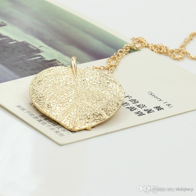 hi res necklace gold pendant cleo leaf