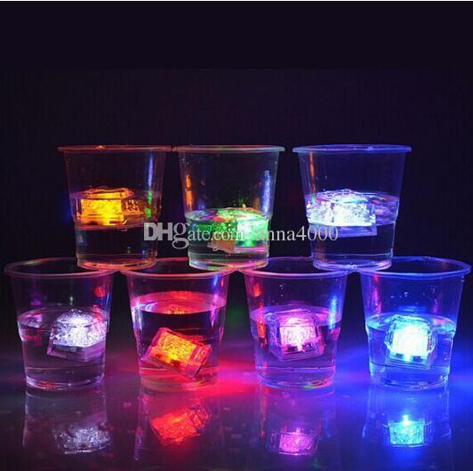 LED lampo di ghiaccio, matrimonio leggero ghiaccio, cubo di cristallo, colore flash, regalo di Natale Bar, festa con ghiaccio plastica a induzione, cubetto di ghiaccio elettronico, ligh