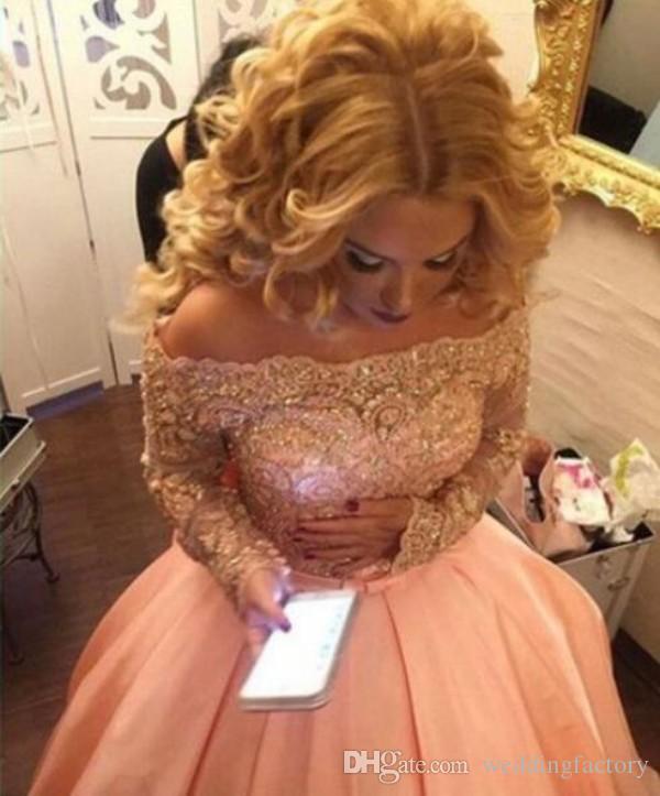 Prachtige populaire Blush Pink Baljurk Prom Dress Off The Shoulder Illusion Long Mouwen Kralen Crystal Kant Applicaties Arabische Avondjurk