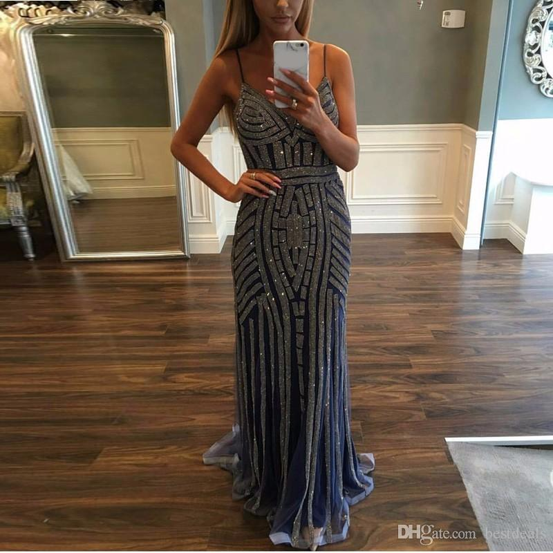 Bling Long Prom Kleider 2017 V-ausschnitt Sleeveless Reißverschluss Sweep Zug Tüll mit Kristall Gerade Party Abendkleider 2016 Nach Maß