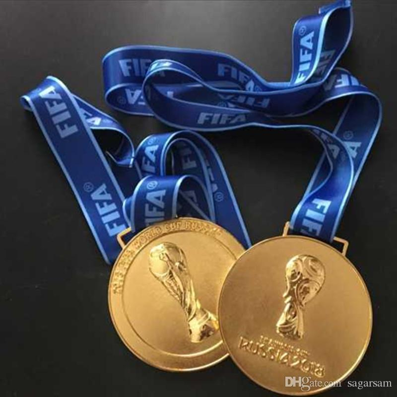 The 2018 Russian football world cup championship gold medal badge with ribbon about 160 grams in weight 85 mm in diameter