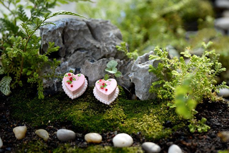 wholesale Kawaii Mini cake fairy garden miniatures gnomes moss terrariums resin crafts figurines for home decoration accessories