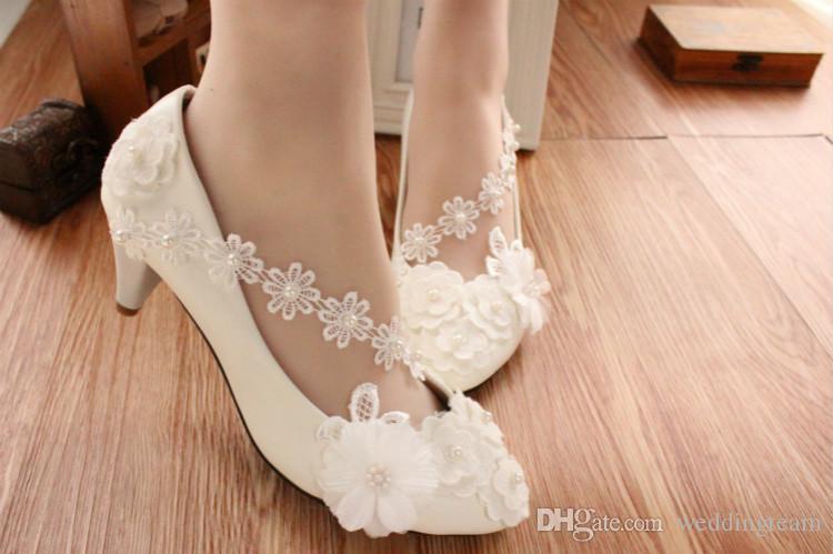 Nouvelle arrivée pas cher perles plates chaussures de mariage pour la mariée 3D Floral Appliqued bal à talons hauts dentelle cheville sangle Plus la taille chaussures de mariée