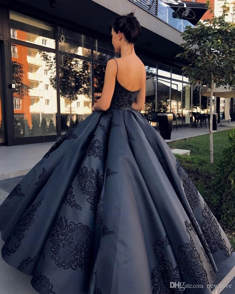 Backless Evening Dresses Ball Gown Plus Size Lace Appliques Prom Gowns 2020 Spaghetti Straps Sweep Train Special Occasion Dress