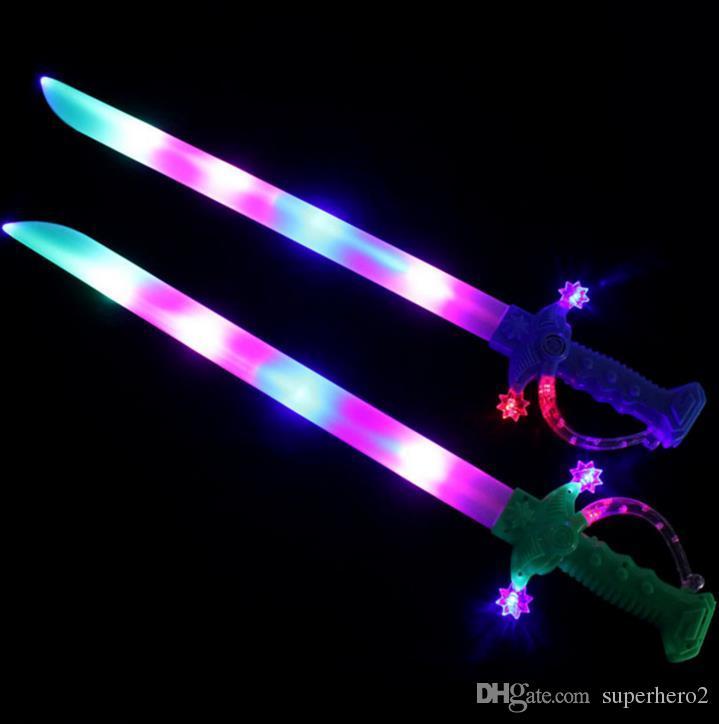 Light Up Ninja Swords Movimiento Activado Sonido Intermitente Pirate Buccaneer Sword Niños LED Flashing Toy Glow Stick Party favores Regalo Lightsaber