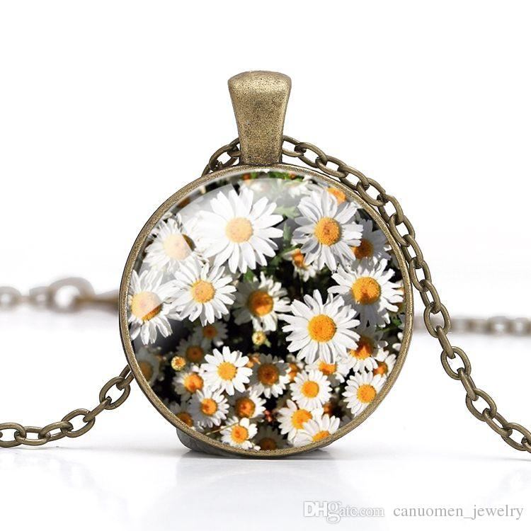 Daisy Pendant Necklace Beautiful Flower Crystal Glass Cabochon Loyal Love for Girlfriend Gift Women Jewelry Silver Antique bronze Plated
