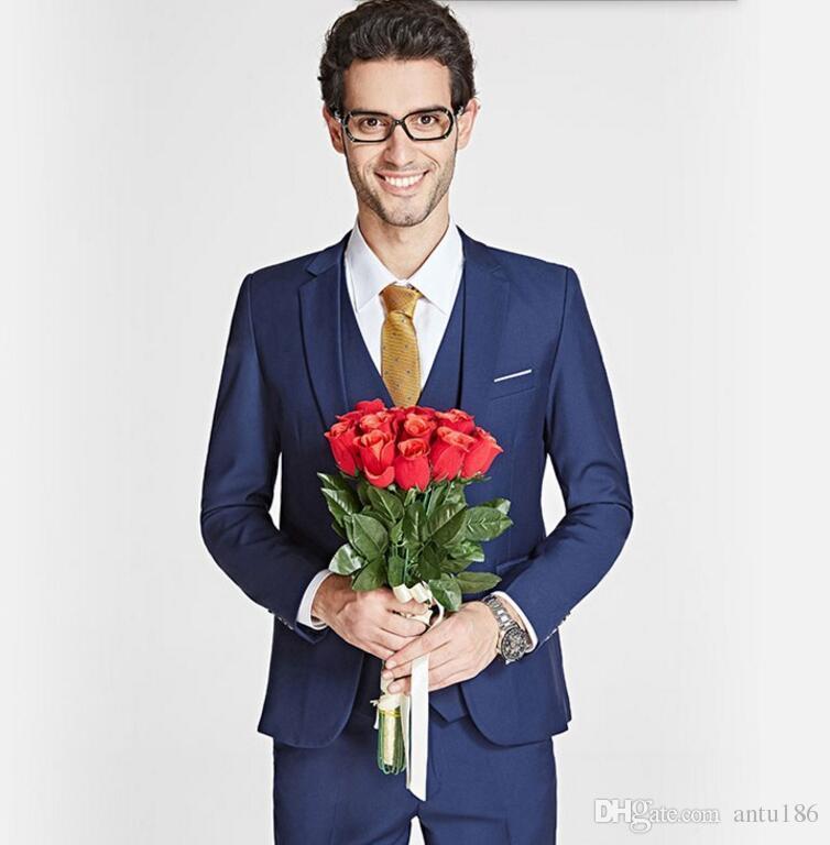 Özel yapılmış erkekler takım elbise moda damat takım elbise smokin Kraliyet mavi yaka tek göğüslü düğün smokin sağdıç takımları ceket + pantolon + yelek