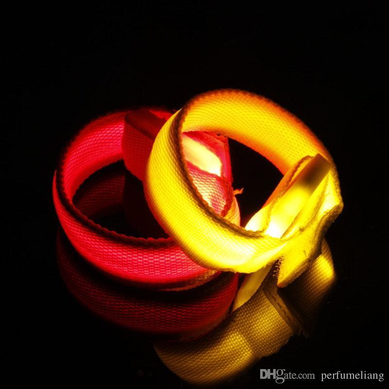 Braccialetti a LED Braccialetti da polso lampeggianti eventi Party Concerti Bar Decorazione Glowing Bicycle Running Gear Lights Up ZA3381