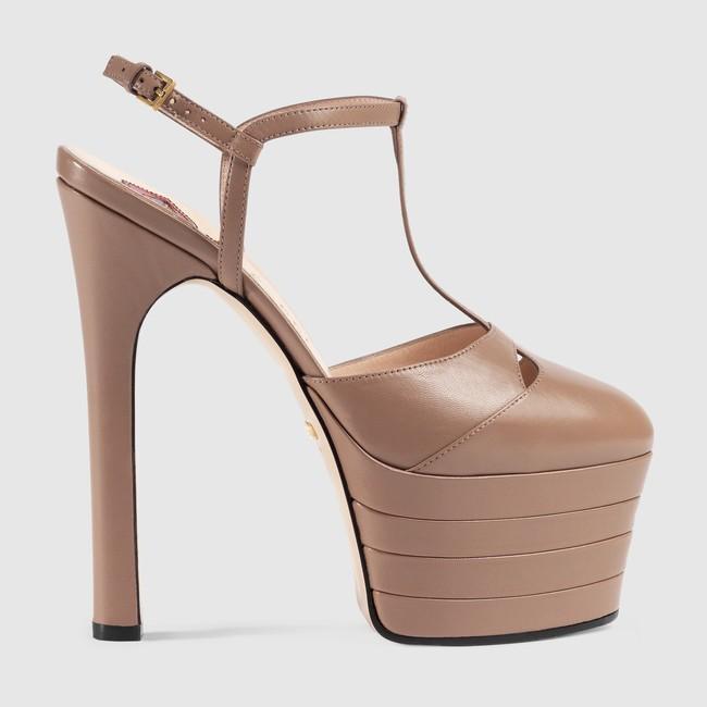 Kadınlar için yüksek Platformu T Gösterisi Kırmızı Halı Sandalet Hakiki leahter Toka Perçinler Yüksek topuklu Bayan Pompaları Moda Ayakkabı Yeni Varış 2017