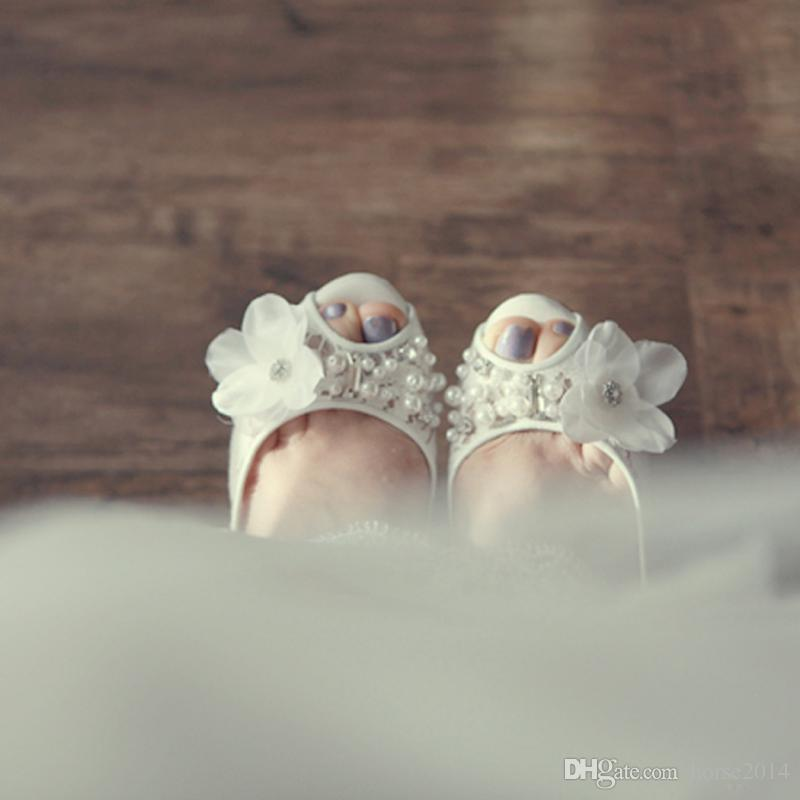 Modelo de luxo Sapatos De Noiva Sapatos De Casamento Peep Toe Koren Branco Sapatos de Plataforma de Moda Stiletto Salto Mãe dos Sapatos de Noiva