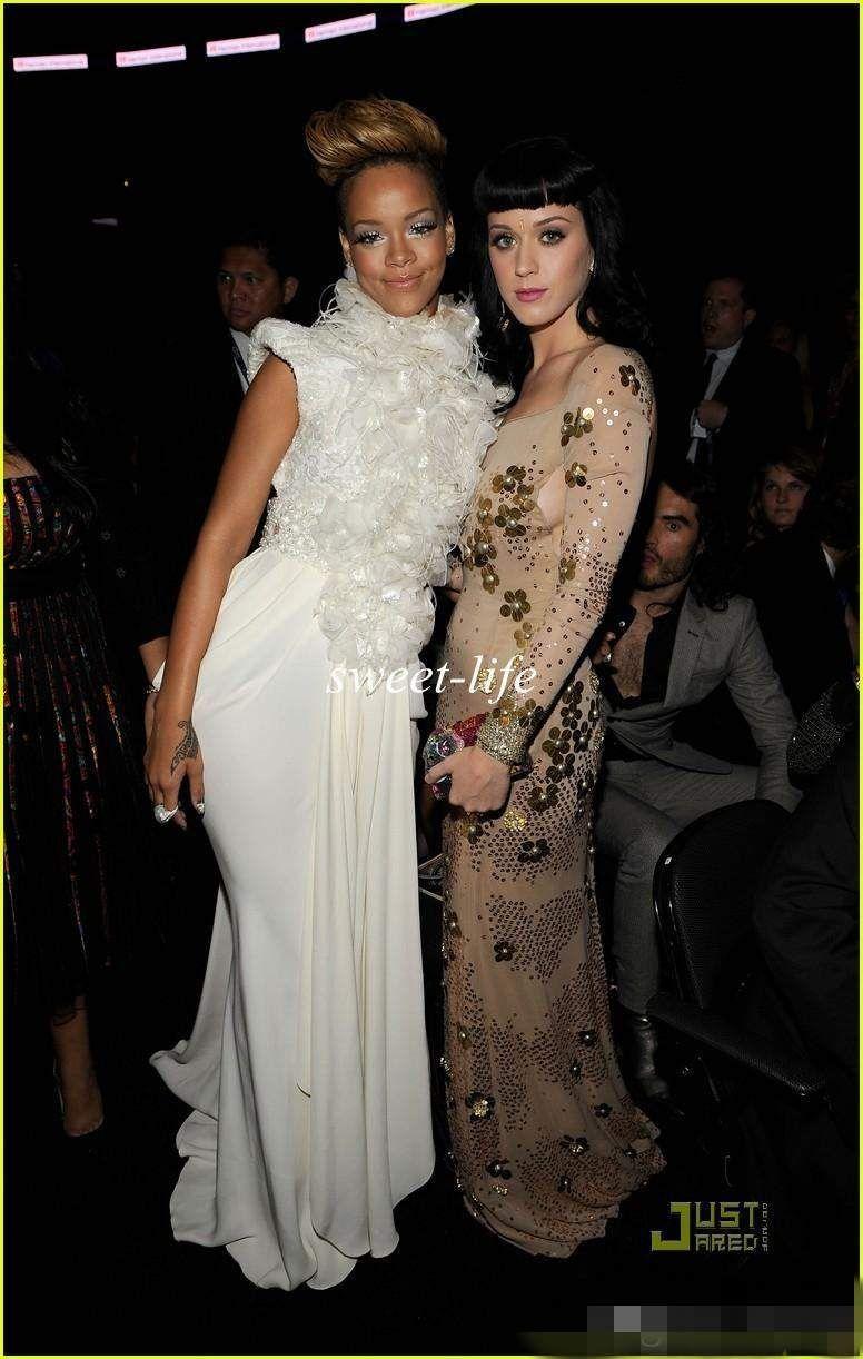 Sexy Rihanna auf Grammy Red Carpet Celebrity Kleider Mermaid Backless High Neck Feather Pailletten Cap Sleeves 2019 Abendkleider Prom Dresses