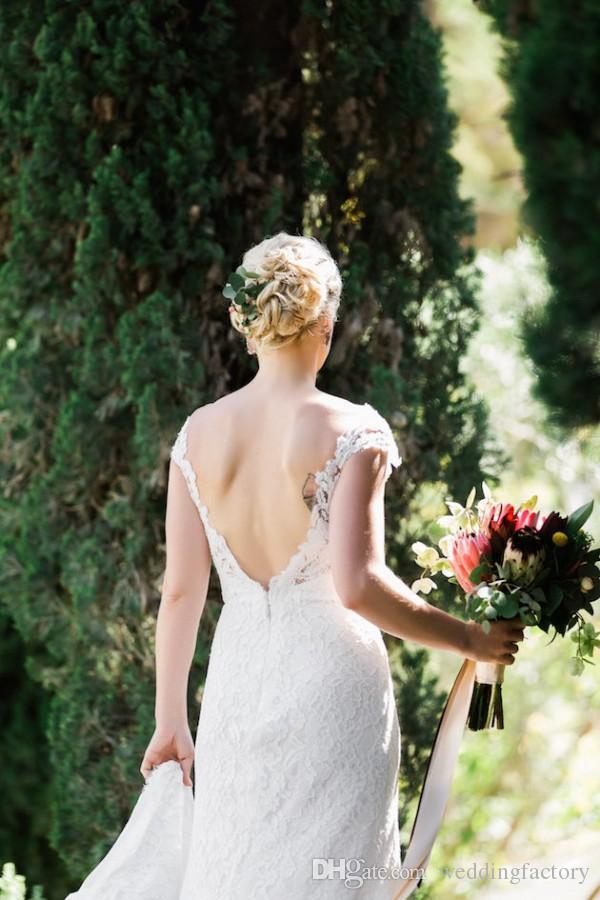 Gorgeous Sheath Bröllopsklänningar Brudklänningar Sexig strand Öppna Back Lace Bröllopsklänning Sheer Neck Lace Appliques Backless Front Split