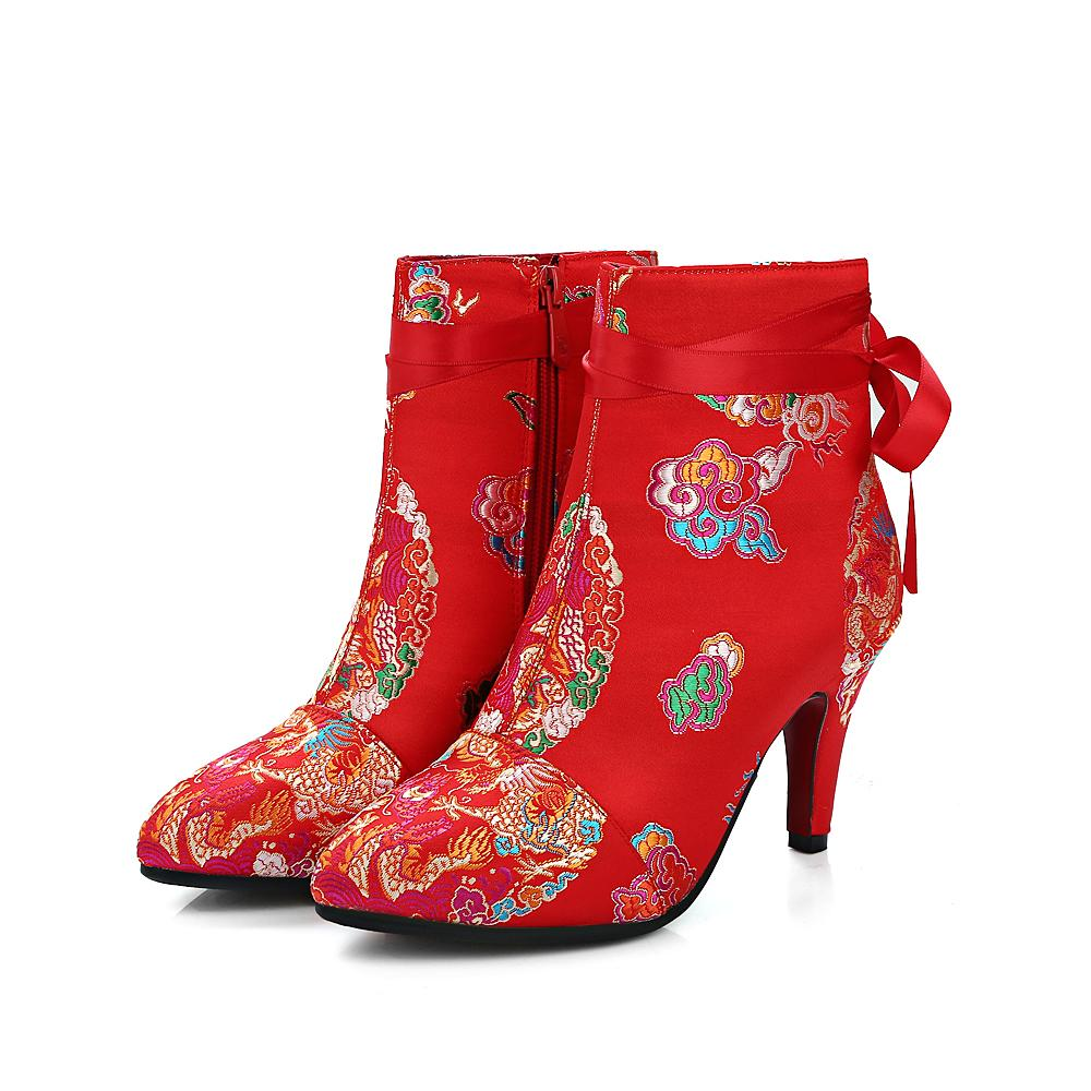 China Style Retro Embroidered Shoes High Heels Pointed Toe Ankle Detail Boots Women Lace Up Decorated Wedding Satin Red Size 33 43 Chukka Men Slipper
