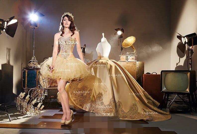 リアルゴールドの胚のアップリケQuinceaneraのドレス恋人の首2 in 1つの取り外し可能なフリルスカートスイート16の誕生日パーティーのページェントのドレス