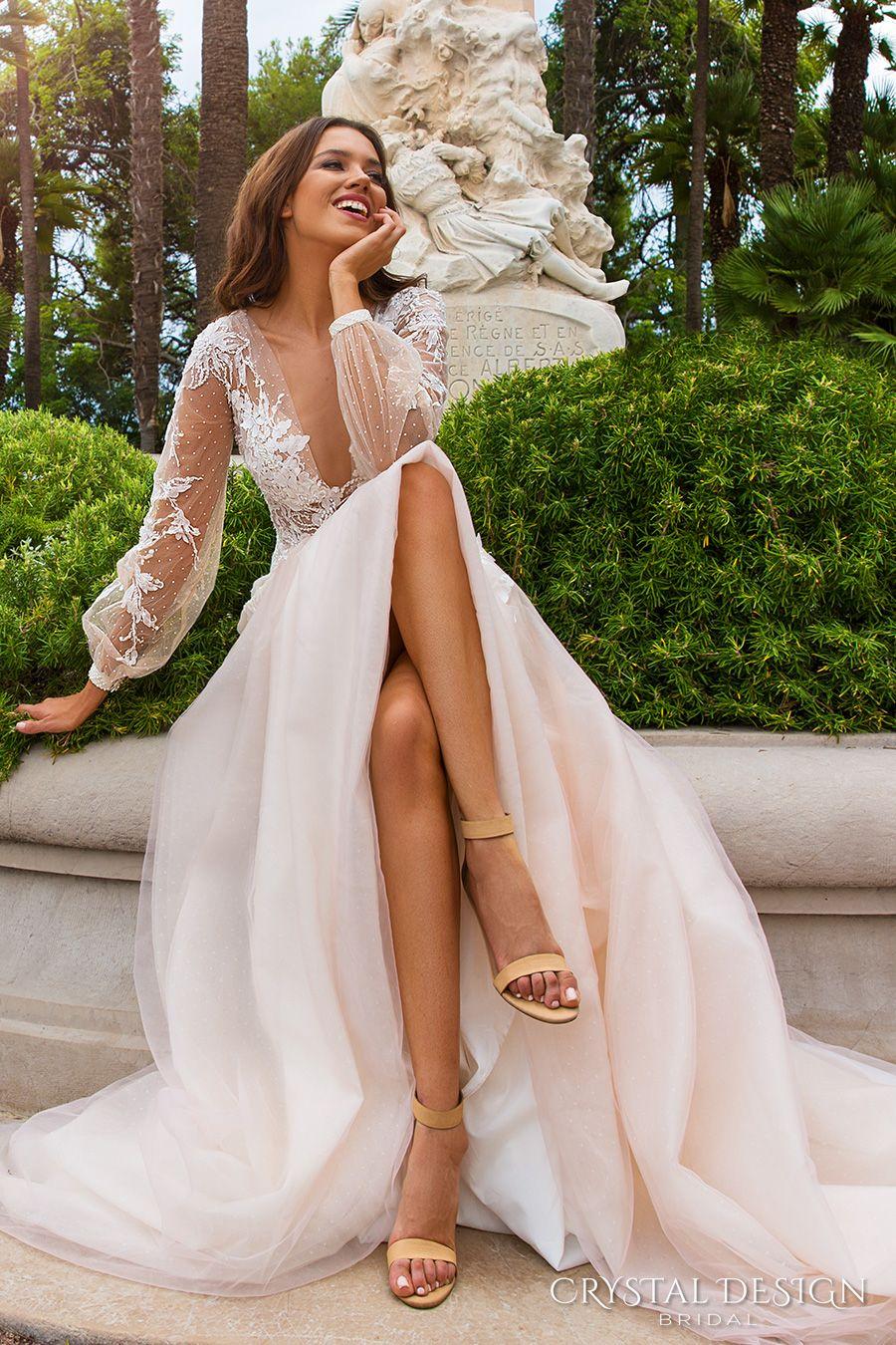 Abiti da sposa nuovi Appliques di pizzo di design 2017 scollo a V profondo Vedere attraverso indietro con fiori fatti a mano Sweep treno abiti da sposa da sposa