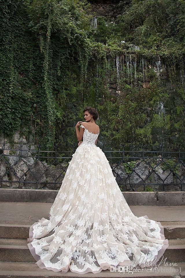 Incrível 2017 vestidos de casamento puro pescoço de tripulação frisado 3d flores applique mangas curtas Botão Back Court Train Troy Lace Bidal Vestidos