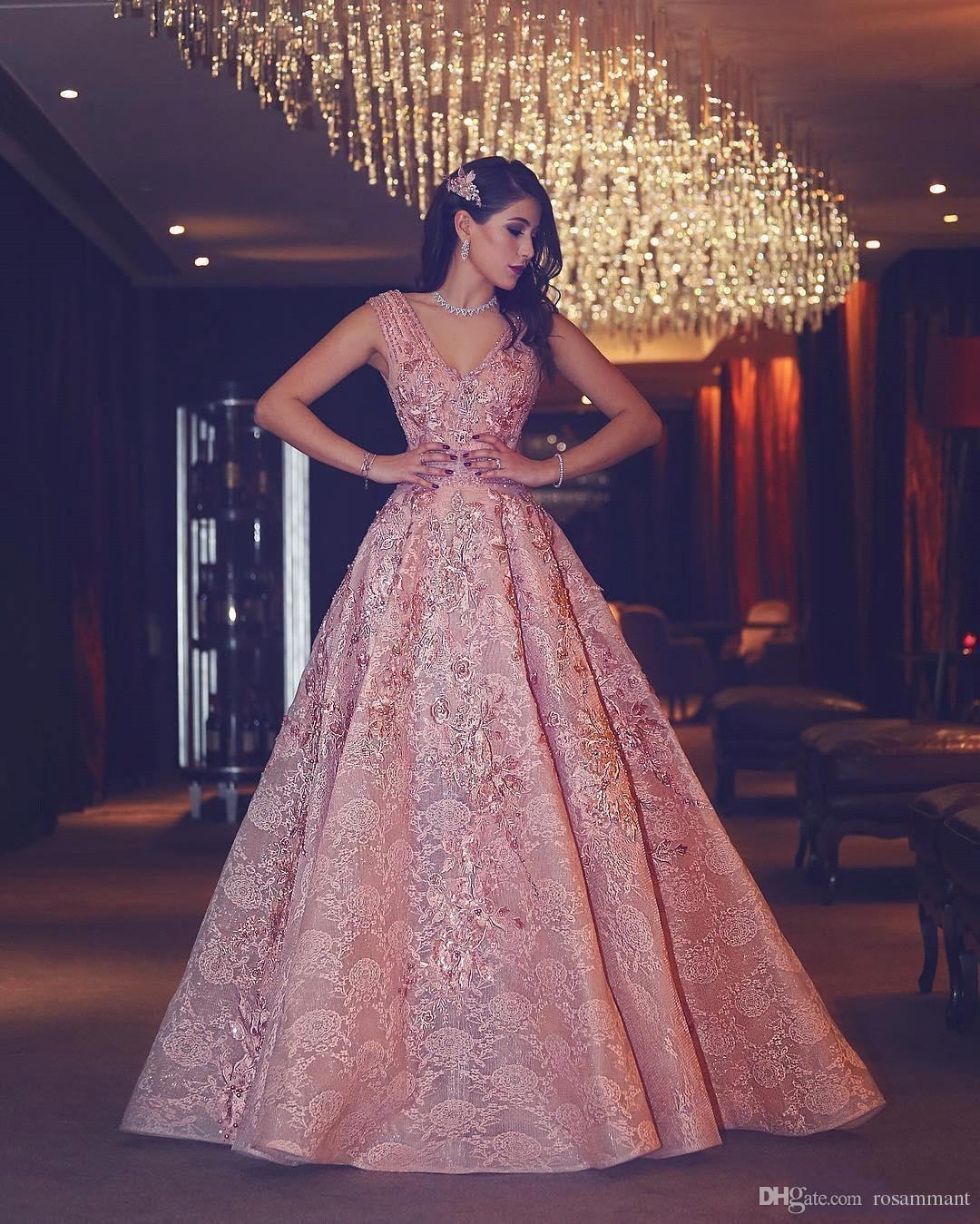 4d64e85c181 Großhandel 2018 New Luxury Abendkleid Blumen Puffy Rosa V Ausschnitt  Friesen Spitze Abendkleider Hohe Qualität Maß Von Rosammant