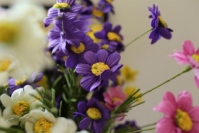 Toptan 50 adet / grup PE Gerçek Dokunmatik yapay Papatya Çiçek Buketleri 5 Işıklar Ev Bahçe Düğün Süslemeleri Için 6 Renkler Ücretsiz Kargo