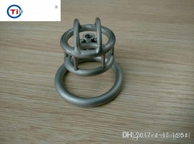 2017 Ultimo disegno gabbia in titanio Super piccolo dispositivo di schiavitù maschile Giocattoli del sesso gli uomini Cintura di castità anelli del pene bdsm sm