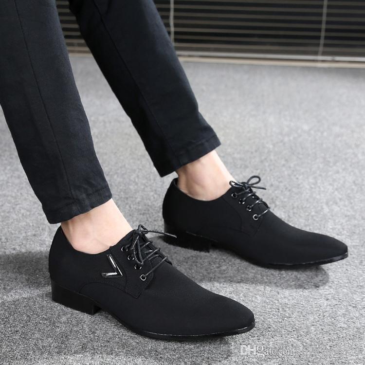 80de562fa Compre Novos Homens De Negócios Sapatos De Moda Homem Europeu Moda Camurça  Sapatos De Couro Social Sapato Masculino Lace Up Oxford Flats Sapato De ...