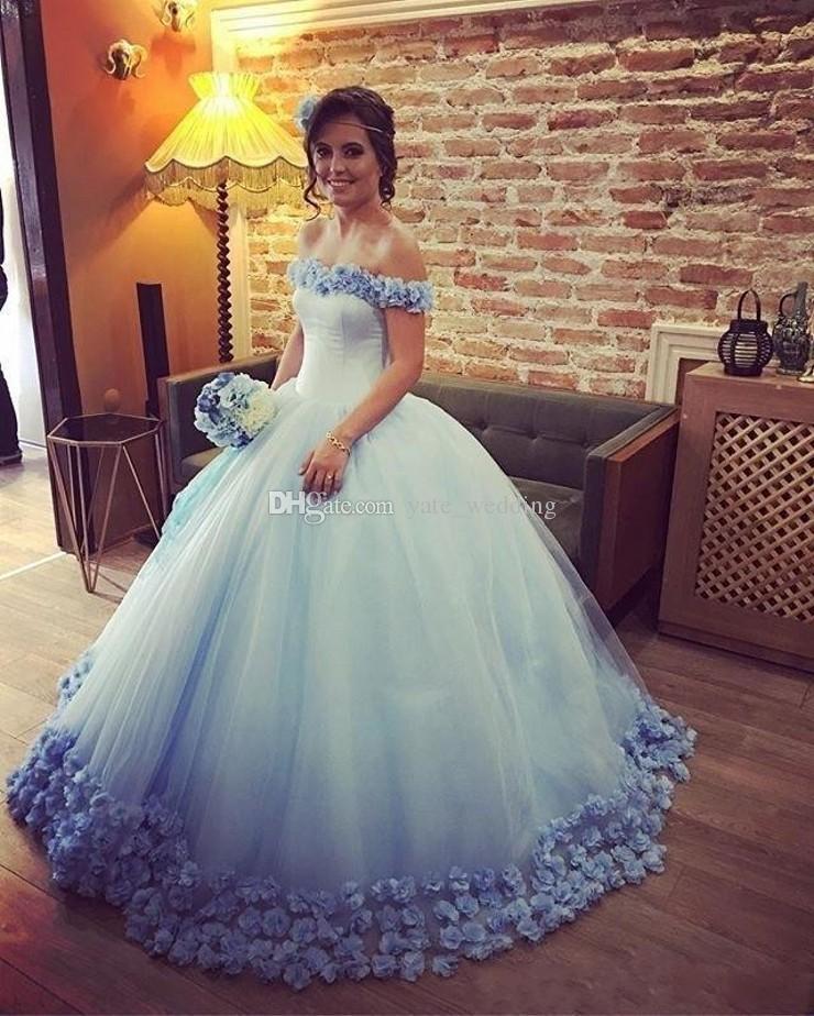 Vestido De Baile De Conto De Fadas Quinceanera Vestidos Bateau Pescoço Fora Do Ombro De Tule Flores Luz Céu Azul Rosa Debutante Doce Dezesseis Vestidos