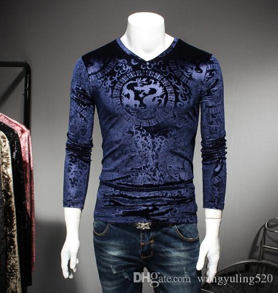 2019 otoño modelo de empuje principal manga larga cuello en V de terciopelo repujado camiseta de tendencia de desgaste de los hombres