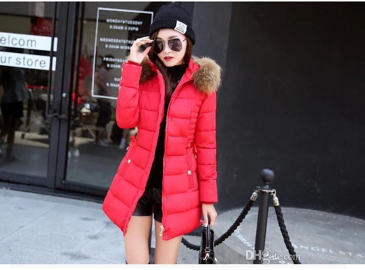 Freie Verschiffen Art- und Weisedünne Tunika-Reißverschluss-Puffer-Feder-Jacke-Schwarz-Rot-Rosa-Grau für Frauen, die langen Daunenmantel mit Kunstpelzhaube kleiden