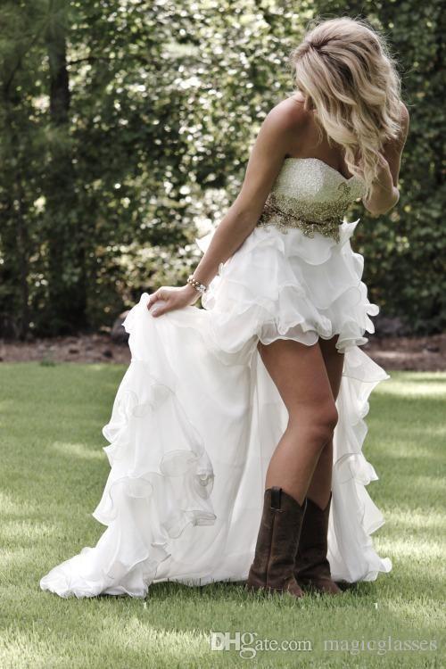 Bescheidene High Low Country Style Brautkleider 2019 Schatz Rüschen Organza asymmetrisch ausgestattet Hi-Lo White Bride Brautkleider