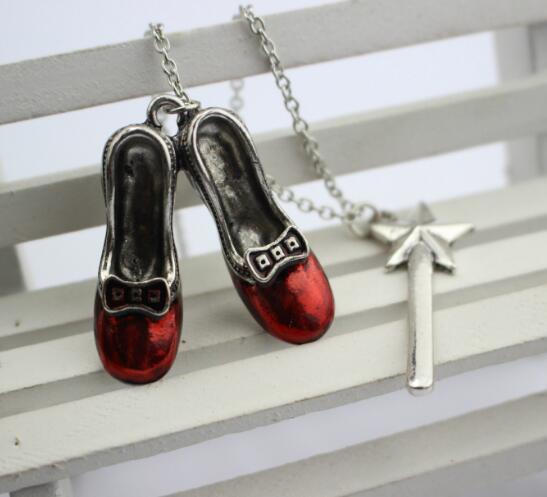 Alice Aventuras em País das Maravilhas Colar Liga Red Sapatos Estrela Magia Varinha Charme Pingentes Colares Mulheres Declaração Jóias Presente de Natal