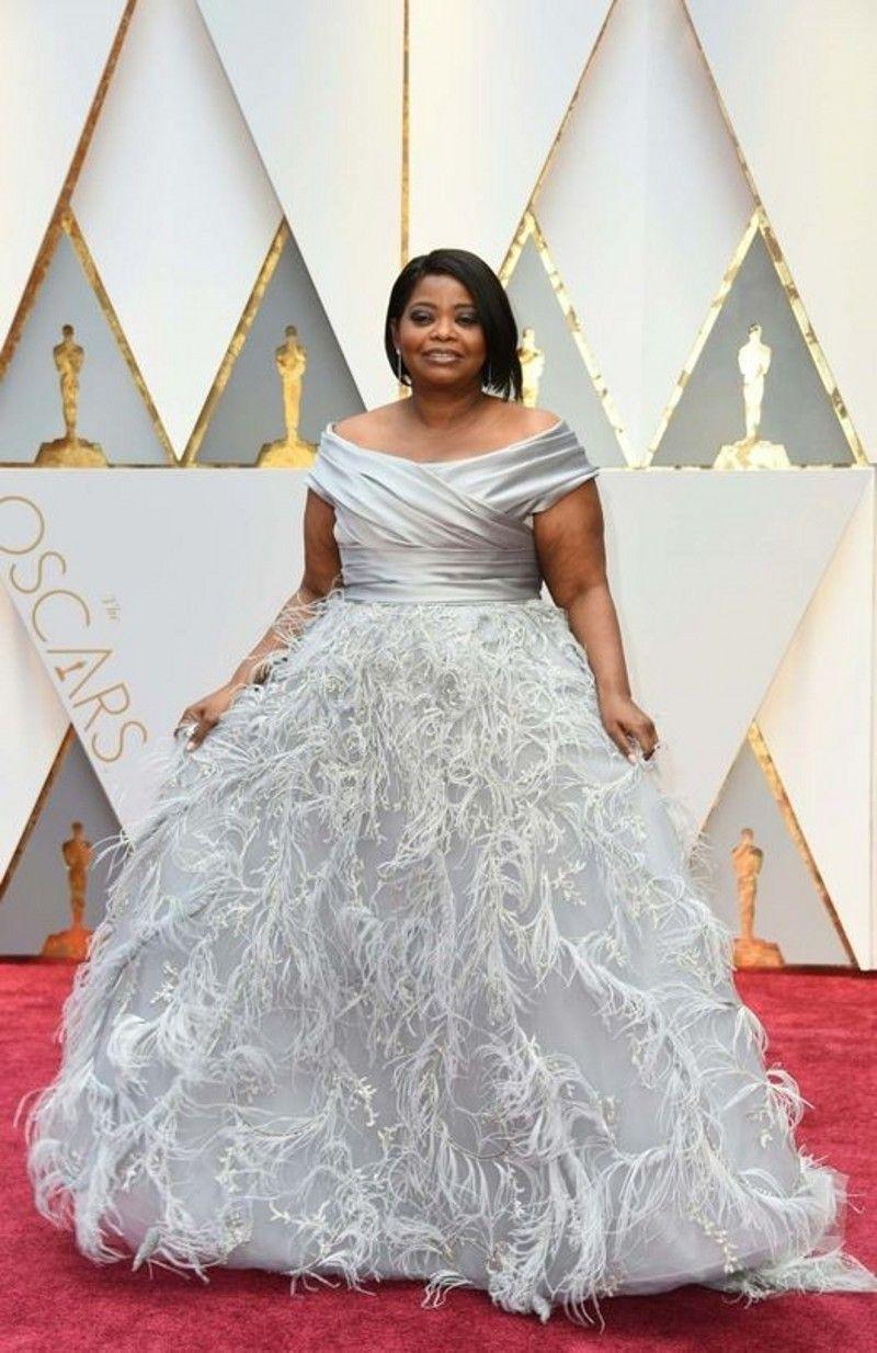 Silber Grau Off Schulter Abendkleider Mit Feder Sexy Schulterfrei Rüschen A Line Prom Kleider 2017 Oscars Celebrity Kleider