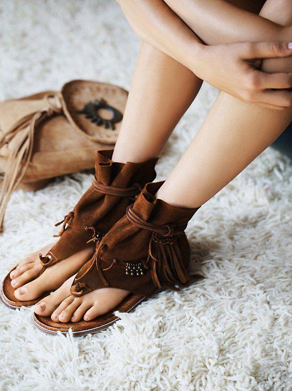 f5d933692d643 Boho Style Vintage Frauen Schuhe Flachen Sandalen Fringe Quaste Sommer  Sandale Stiefel Gladiator Strand Schuhe aus echtem Leder 2,5 cm Höhe  erhöhen ...