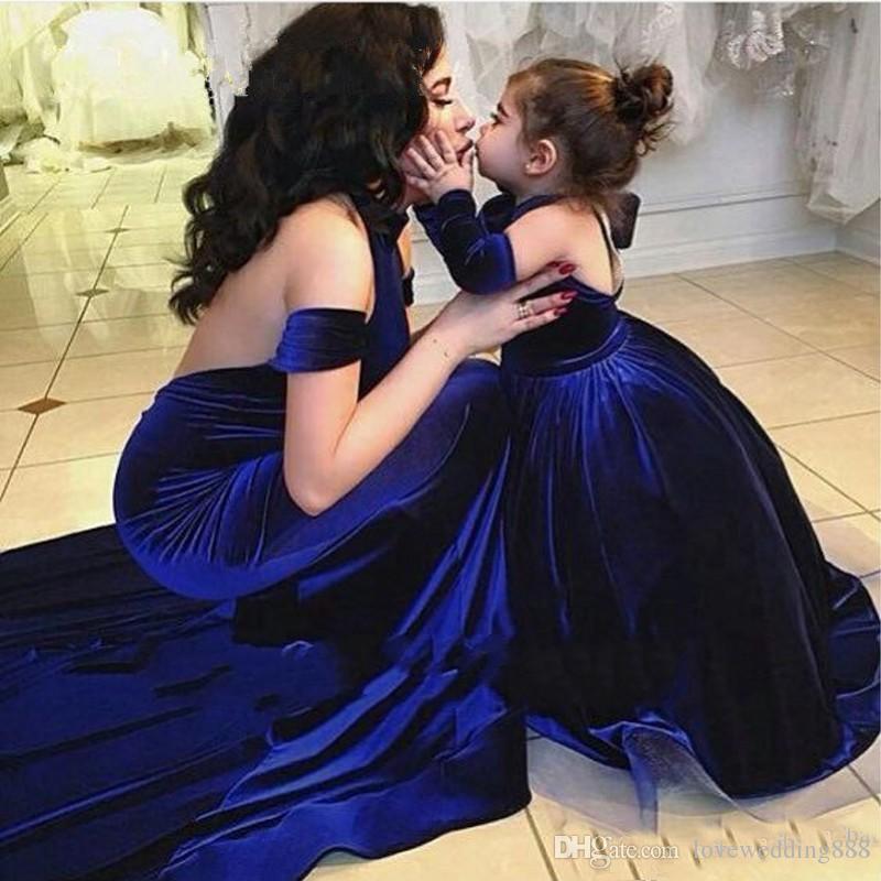 2018 Graceful Royal Blue Velvet Mother And Daughter Evening Dresses Halter Sleeveless Mermaid Custom Made Formal Vestido de Festa