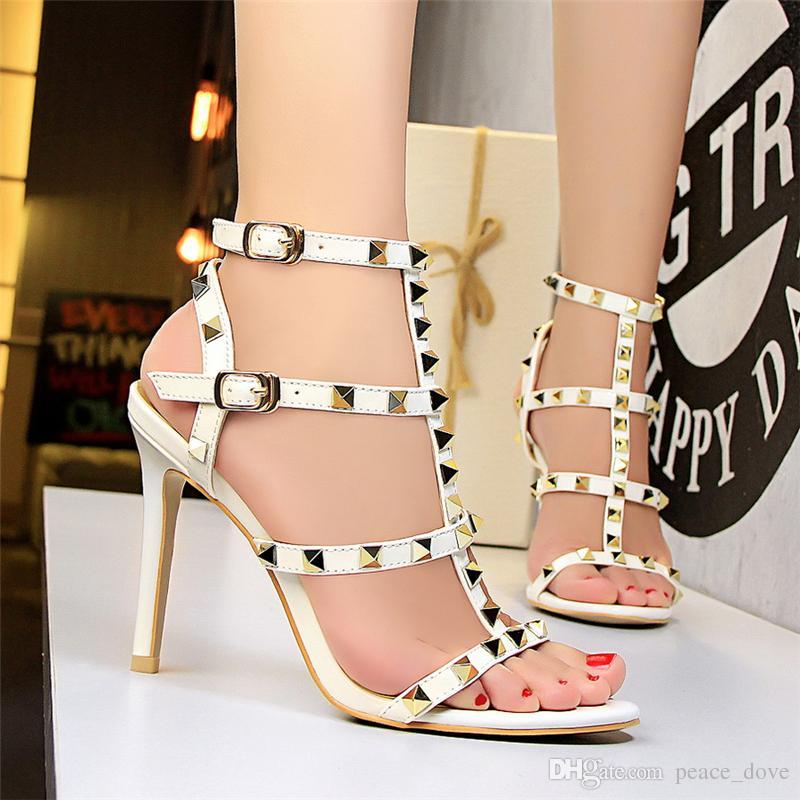 2019 bayan arkası açık iskarpin tasarımcı gladyatör sandalet kadın perçin ayakkabı siyah kırmızı çıplak beyaz İtalyan marka seksi aşırı yüksek topuklu pompalar