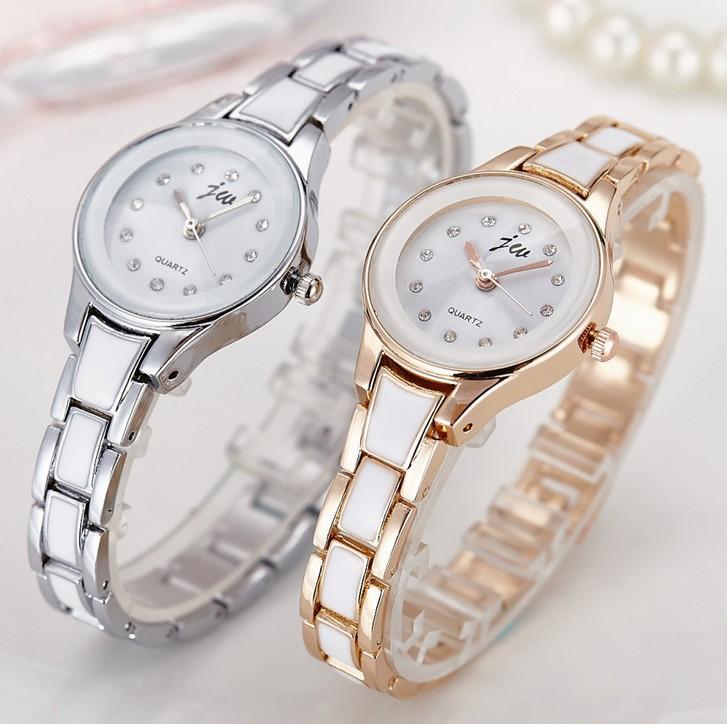 Compre Moda De Luxo Das Mulheres Relógios De Quartzo Pulseira De Relógio  Relógios De Pulso De Cristal De Diamante De Aço Inoxidável Pulseira Mulheres  ... 7056b4f201