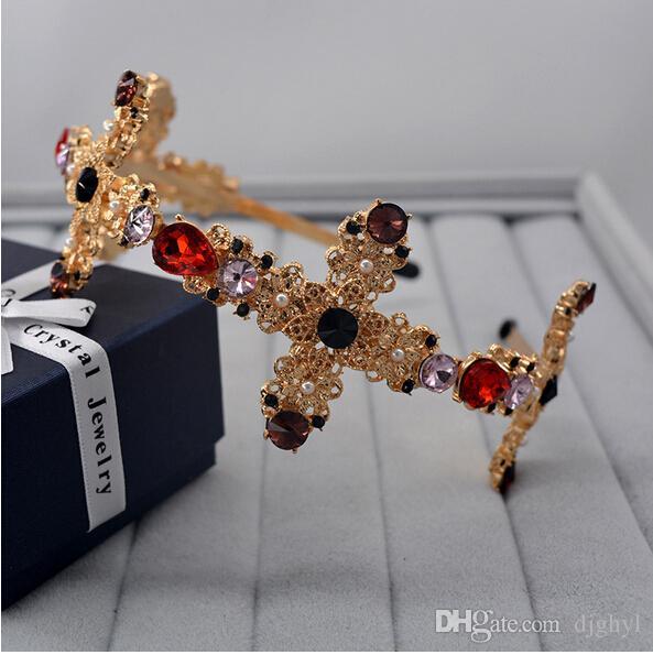 Desfile de moda marca vendas para el cabello nuevo diseño de la boda perlas oro mate diadema flor en forma de moda corona accesorios de la boda