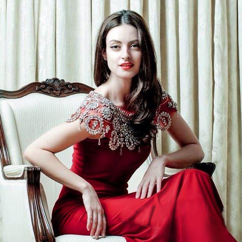 Elegant Dark Red Mermaid Evening Dresses Crystal Beading Satin Floor Length White Black Evening Gowns Formal Evening Dresses Celebrity Dress