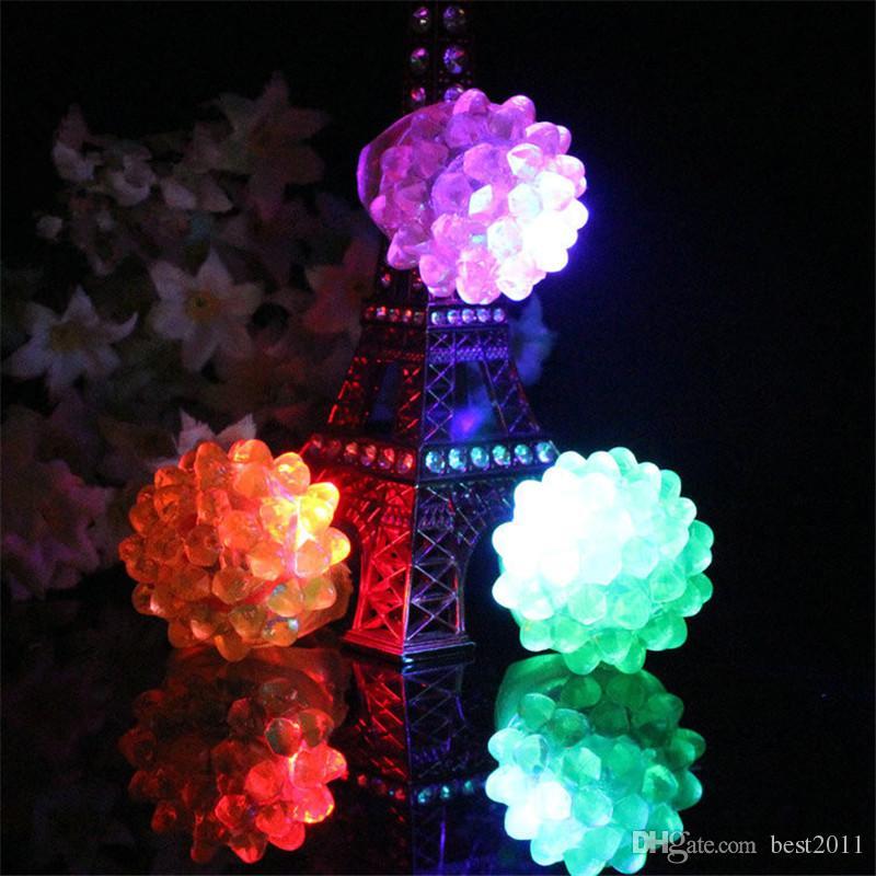Erdbeer-Glühen-Licht-Ring-Fackel-LED-Finger-Ring-Lichter-Blitz-Lichtstrahlen helle Halloween-Partei LED-Spielwaren, die Wedding sind