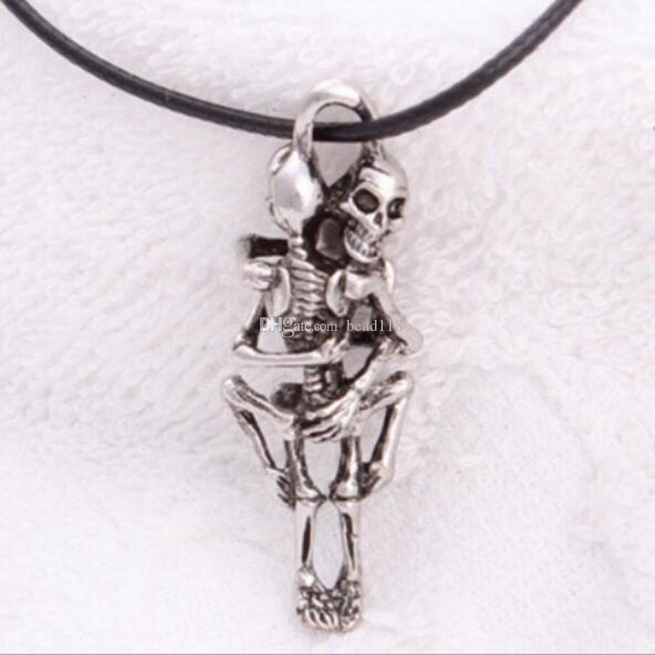 MIC Europa und die Vereinigten Staaten Schädel Flamme Edelstahl Anhänger Halskette männlich Pullover Kette kleine Ornamente 10-Stil