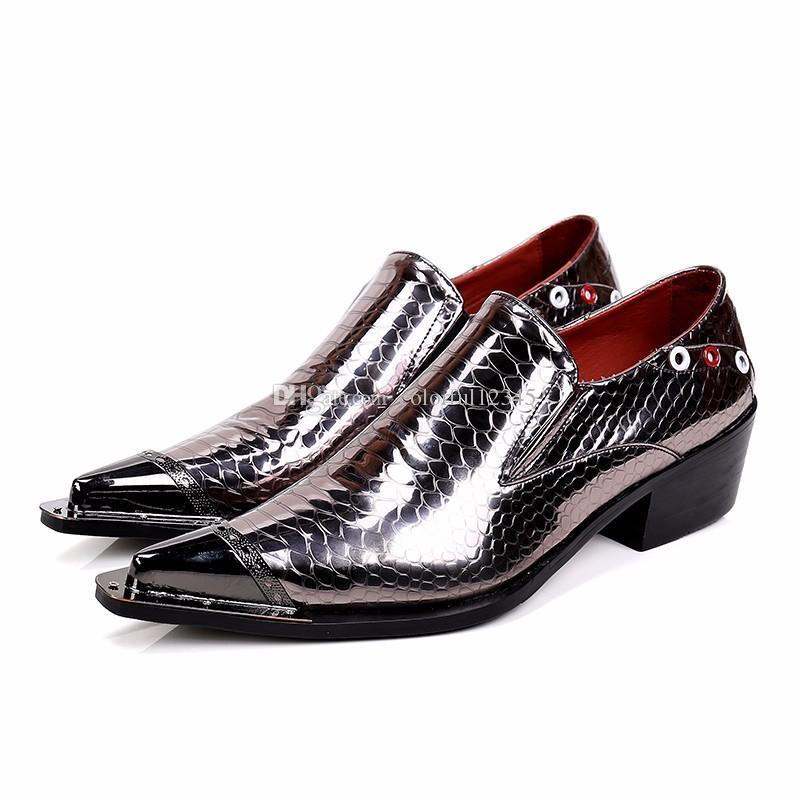 60ec1d50c331a Compre 2017 Hombres De Lujo De Moda Italiana Zapatos Hombres De Cuero  Spiked Tacones Zapatos De Vestir De Boda Zapatos De Hombre Brillante De  Lujo Mocasines ...